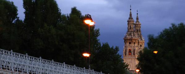 Las torres de la Redonda desde el puente de hierro